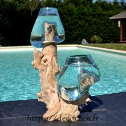 2 aquariums en verre recyclé soufflé en fusion directement sur du bois flotté, les verres sont amovibles pour les laver.