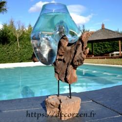 Aquarium ou gros vase en verre soufflé en fusion sur le bois, le verre est amovible