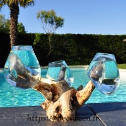 3 vases ou aquariums en verre recyclé soufflés et moulés en fusion directement sur du bois flotté, les verres sont amovibles