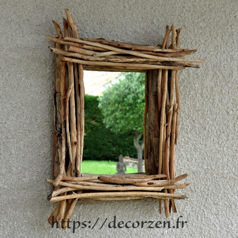un superbe miroir en bois flotte pour rester proche de la nature