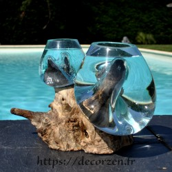 2 vases en verre recyclé fondu puis soufflé en fusion directement sur du bois flotté