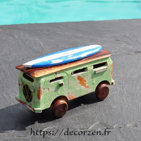 minivan en bois recyclé fait main
