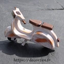 Miniature de scooter en bois recyclé