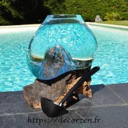 Aquarium ou bol à punch en verre recyclé soufflé et moulé à la bouche en fusion sur du bois flotté, le vase est amovible