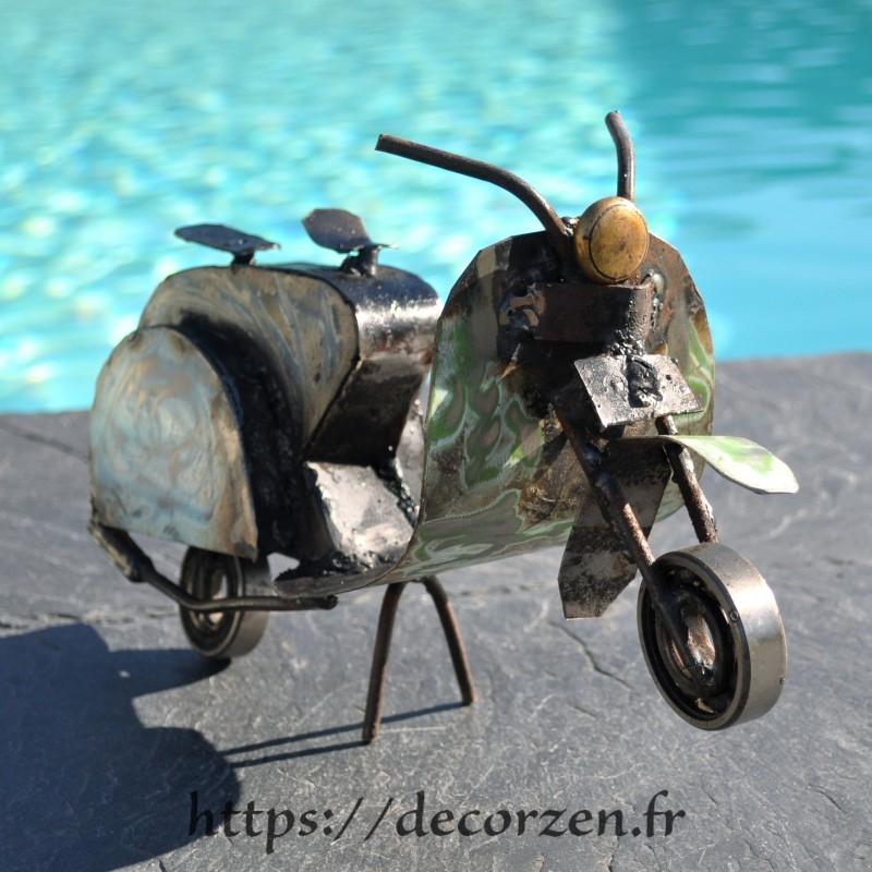 Scooter en pièces métalliques et fer recyclé dans le plus pur style déco industrielle