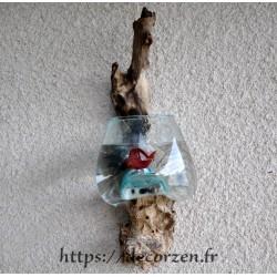 Vase ou petit aquarium en applique murale en verre soufflé sur du bois