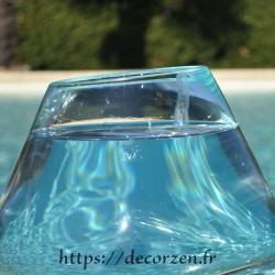 Aquarium ou  gros vase en verre recyclé soufflé à la bouche en fusion sur du bois flotté, le vase est amovible