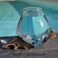 Verre à cocktail ou  vase en verre recyclé soufflé à la bouche sur du bois flotté, le vase est amovible pour le laver