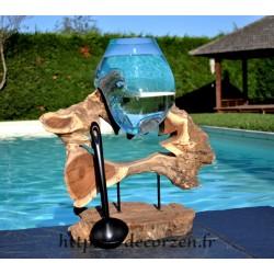 Aquarium ou gros vase en verre soufflé et coulé en fusion sur du bois, le verre est amovible