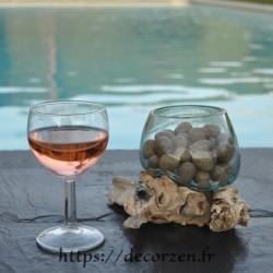 Terrarium ou ramequin à apéro en verre recyclé soufflé en fusion sur du bois flotté.