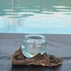 Verre à digestif en verre recyclé soufflé à la bouche en fusion sur du bois flotté