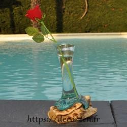 Grand Soliflore  en verre recyclé  fondu puis soufflé en fusion sur du bois et le verre se sort pour le laver