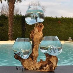 Trois vases en verre recyclé soufflés et coulés en fusion directement sur du bois flotté, les verres sont amovibles.