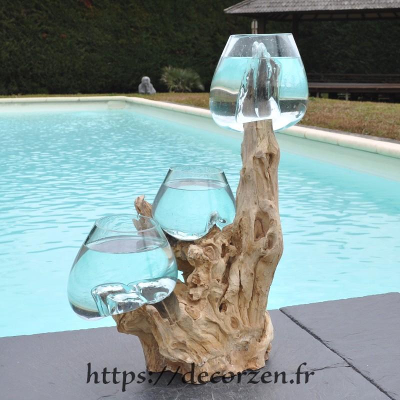 Trois vases en verre recyclé soufflés en fusion directement sur du bois flotté, les verres sont amovibles pour les laver