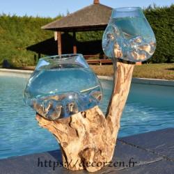 Deux aquariums en verre recyclé soufflé en fusion directement sur du bois flotté, les verres sont amovibles