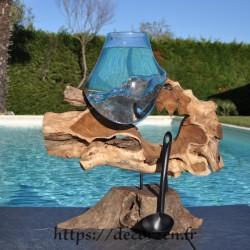 Aquarium ou gros en verre soufflé et moulé en fusion sur le bois, le verre se sort pour le laver