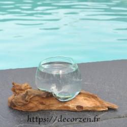 Verre à digestif en verre recyclé soufflé puis moulé en fusion sur du bois