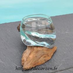 Verre à digestif en verre recyclé soufflé à la bouche en fusion sur du bois