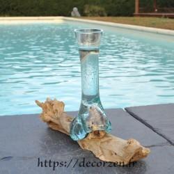 Grand soliflore en verre recyclé soufflé et coulé en fusion sur du bois flotté, le verre est amovible pour le lavage