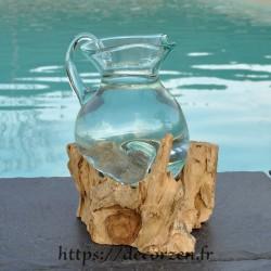 Carafe à vin ou pichet en verre recyclé coulé en fusion sur du bois flotté, le verre passe au lave-vaisselle