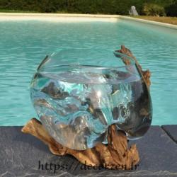 Coupe à fruits ou ramequin en verre recyclé soufflé à la bouche en fusion sur du bois flotté.