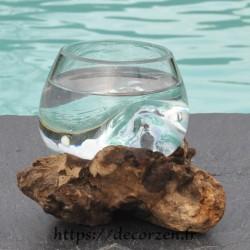 Verre à digestif en verre recyclé soufflé en fusion sur du bois flotté et le vase s'enlève pour le laver au lave-vaisselle.