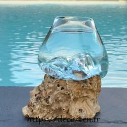 Verre à cocktail ou  vase en verre recyclé soufflé en fusion sur du bois flotté