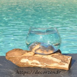 Verre à cocktail ou  vase en verre recyclé soufflé et coulé à la bouche en fusion sur du bois flotté, le vase est amovible