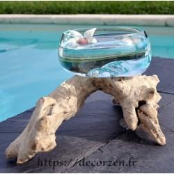 Saladier ou terrarium en verre recyclé soufflé sur du bois