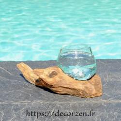 Verre à cognac en verre recyclé soufflé puis moulé en fusion sur du bois