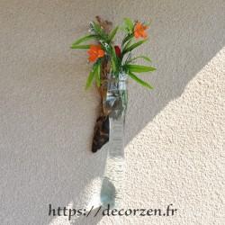 Vase ou aquarium en applique murale en verre recyclé soufflé en fusion sur le bois