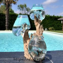 Trois vases en verre recyclé soufflé en fusion directement sur du bois flotté, les verres sont amovibles.