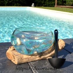 Saladier ou ramequin en verre recyclé soufflé à la bouche en fusion sur du bois flotté.