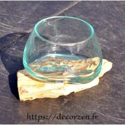 Verre à duo en verre recyclé soufflé moulé sur une racine de bois flotté
