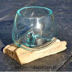 Verre à duo en verre recyclé coulé sur une racine de bois flotté