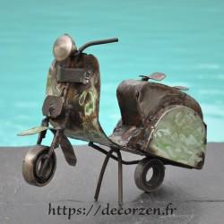 Scooter en pièces métalliques et fer recyclé dans le plus pur style déco indus