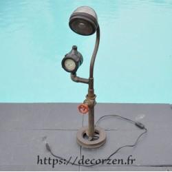 Lampe style indus en fer et pièces recyclées