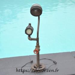 Lampe style indus en pièces recyclées en fer et acier