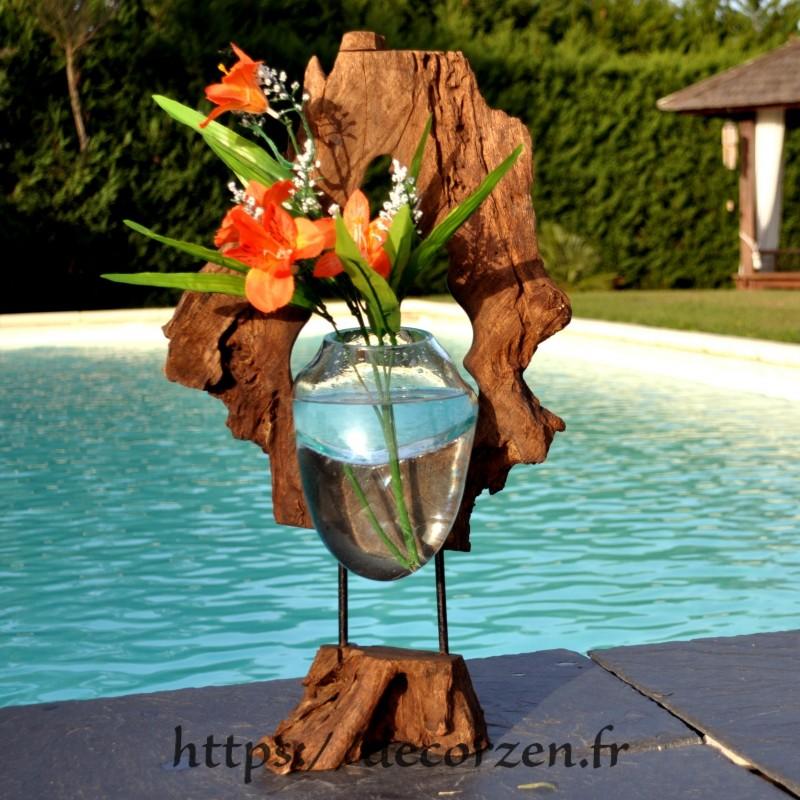 Vase ou petit aquarium en verre recyclé soufflé dans le trou du rondin de teck