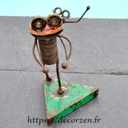 Robot en pièces métalliques et fer recyclé dans le plus pur style déco indus