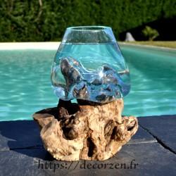 Petit aquarium ou  vase en verre recyclé soufflé en fusion sur du bois.