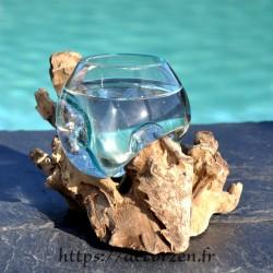 Verre à duo en verre recyclé soufflé et moulé en fusion sur du bois