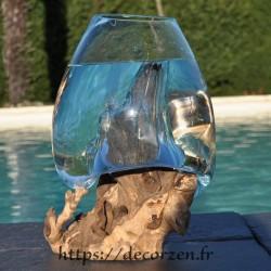 Aquarium ou bol à punch en verre recyclé soufflé en fusion sur du bois, le verre est amovible.