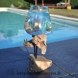 Petit aquarium ou vase en verre soufflé en fusion sur le bois, le verre est amovible
