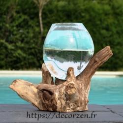 Verre à duo ou  vase en verre recyclé soufflé moulé à la bouche en fusion sur du bois flotté, le vase est amovible