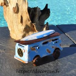 minivan avec surf en bois recyclé fait main