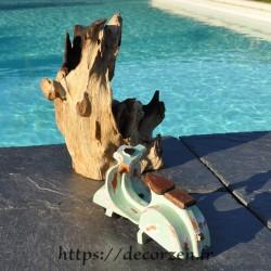 Miniature de scooter Vespa en bois recyclé